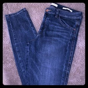 MINT CONDITION Guess Size 31 Mid Rise Skinny Jeans